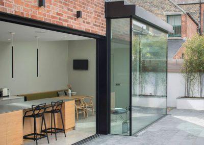 Full-Height-Aluminium-Windows-with-Glass-corners